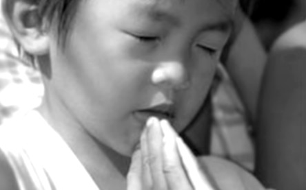 korean kid praying